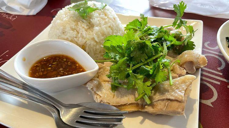 「タイの台所 コワタイ」にてカオマンガイ😊✨page-visual 「タイの台所 コワタイ」にてカオマンガイ😊✨ビジュアル